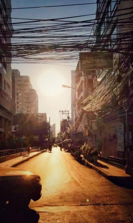 zalazak sunca na ulicama Bangkoka