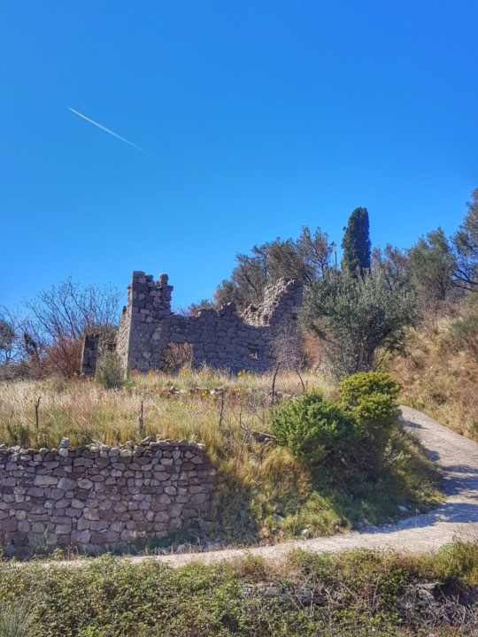 Ostaci stare kuće