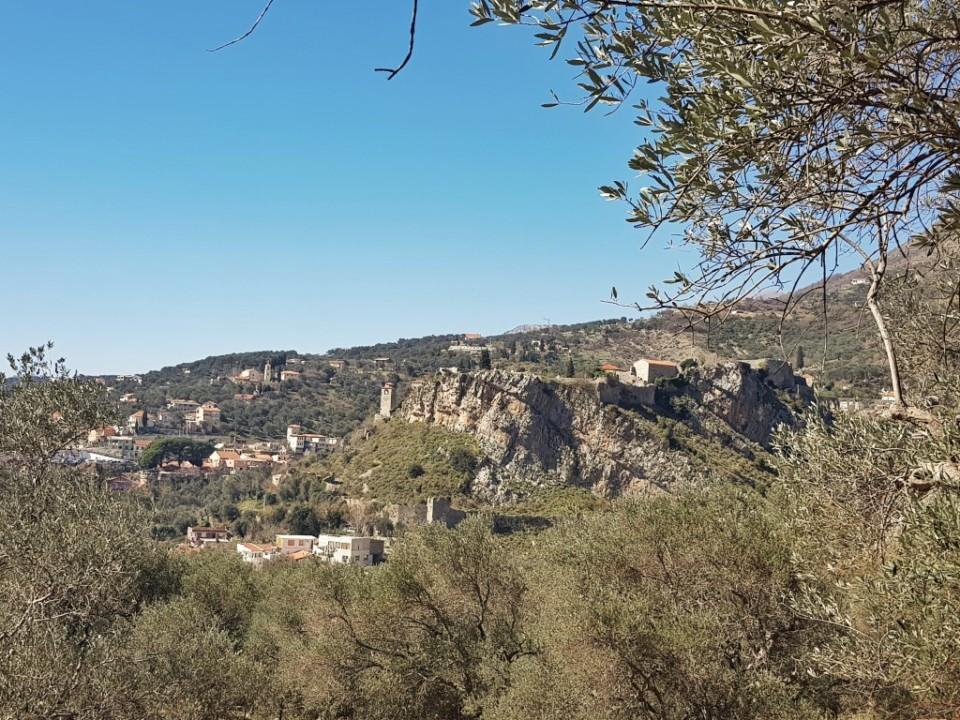 Pogled na Stari grad Bar iz Džidžarina